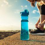 vattenflaska med tryck sport
